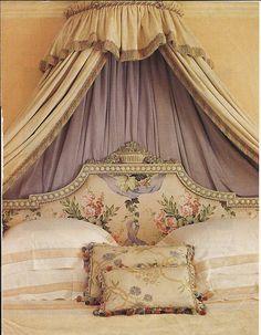 http://3.bp.blogspot.com/-Lg7XGbn3V8A/Twkgkk8VkiI/AAAAAAAAXJ8/RKNTYKVSZUM/s1600/Suzeday+Tuesday+Bedroom+Loveliness+and+some+genius+storage+...jpg