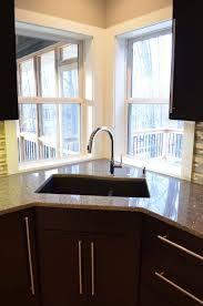 65 trendy kitchen sink drop in window Corner Sink Kitchen, Kitchen Design, Kitchen Sink Decor, Kitchen Decor, Kitchen Plans, Kitchen, Clean Kitchen Sink, Narrow Kitchen, Kitchen Base Cabinets
