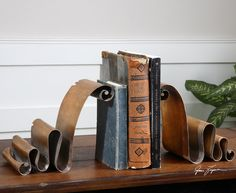Ribbons bookends