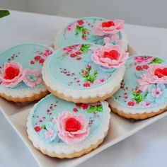 Flower Sugar looking cookies @Achaia Long <3 Aren't they lovely? :D