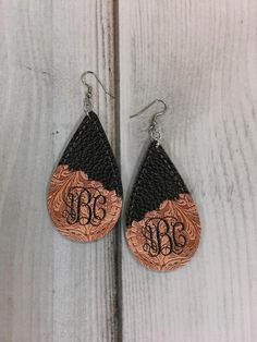 Floral Embossed Brown and Black Stitched Leather Look Drop Earring Sublimation Design Diy Leather Earrings, Wood Earrings, Diy Earrings, Leather Jewelry, Leather Craft, Aztec Earrings, Geek Jewelry, Gothic Jewelry, Cute Jewelry