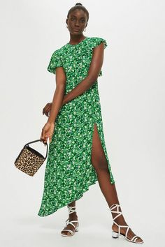 This PETITE green deconsructed midi dress features an all over floral ditsy print. Asymmetrical in design, we love the modern shape. Petite Outfits, Petite Dresses, Size Zero, Green Midi Dress, Petite Women, End Of Summer, Dress Making, Nice Dresses, Women's Dresses