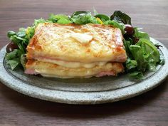 サンドイッチにフレンチトーストのように卵をからめて焼きます。外はカリッと、中はとろふわ。まるでカフェのようなおしゃれなルックスも魅力的♪