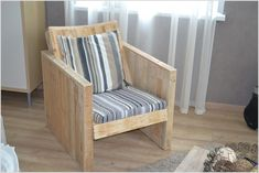 8 Easy Do-it-yourself Wooden Pallet Crafts for Your Farmhouse Decoration Wooden Pallet Crafts, Wood Pallet Furniture, Diy Pallet Projects, Recycled Furniture, Wooden Pallets, Furniture Projects, Diy Furniture, 1001 Pallets, Pallet Ideas