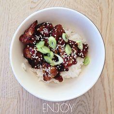 Jeg har trolig funnet verdens deiligste asiatiske kjøtt-frie oppskrift. Etter vi begynte å tenke ...