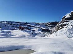Después de la tormenta llega la calma, dejando estampas tan espectaculares como esta. Canteras de Naturpiedra en Bernardos, origen de nuestra  #filitagris. #segovia #nieve #spain #españa #castillayleon #nievesegovia #cold #winter #snow