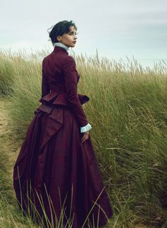 The Look: Wuthering Heights - Felicity Jones by Annie Leibovitz for Vogue US January Annie Leibovitz, Felicity Jones, Little Dorrit, Invisible Woman, Vogue Us, Steve Mcqueen, Mcqueen 3, Alexander Mcqueen, Victorian Fashion