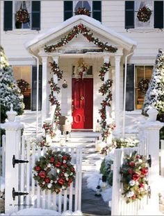 Exterior christmas decorating ideas for colonial houses