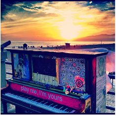 Santa Monica piano. Play me, I'm yours. Classical Music.