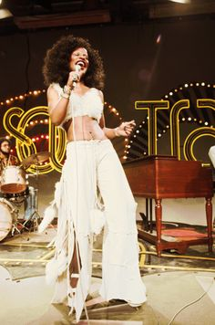 chaka khan performing with rufus on soul train, 1970s...