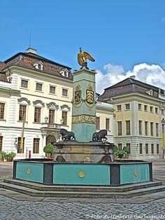 ... fontana in pietra e bronzo - Ludwigsburg (D) - 24 giu 2008 - © Umberto Garbagnati -