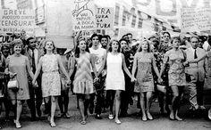 fato e foto - © Foto de Agência JB. Mulheres encabeçam passeata contra a censura. Rio de Janeiro, 1968