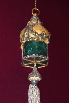 Giant emerald pendant from the Ottoman Empire Treasury - Topkapi Palace Museum - Istanbul, Turkey