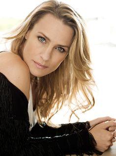 Robin Wright - actress - born 04/08/1966 Dallas, Texas. Known for Santa Barbara (tv series - 1984) Unbreakable (2000) Beowulf (2007) Money ball (2011) Ba Magazine people