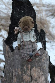 Prosha By Moshkina Elena - Please. Teddy bear sewn from German viscose inside sawdust and metal granulate. Clothes made of cotton, stained and aged. Height 21 cm Bears.