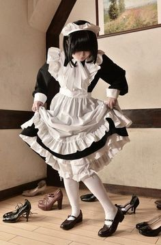 메이드 그림자료모음 : 네이버 블로그 in 2020 Lolita Cosplay, Maid Cosplay, Moda Lolita, Lolita Mode, French Maid Dress, Maid Uniform, Maid Outfit, Poses References, Lolita Dress