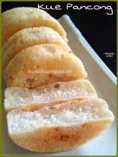 100 g tepung beras 100 g kelapa parut 300 ml santan 4 sdt garam Indonesian Desserts, Asian Desserts, Indonesian Food, Baby Food Recipes, Cake Recipes, Dessert Recipes, Cooking Recipes, Malay Food, Food Cakes