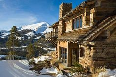 Wow, what a superb setting for a log home <3