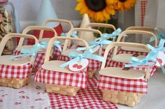 Vintage Picnic Wedding Inspiration... Reminds me of my wedding! Thanks for all your hard work @Carly Driskell :)