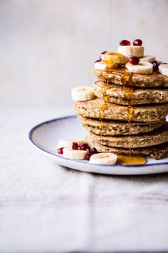Healthy Chai Banana Pancakes - A super easy, super healthy (think oatmeal, banana & protein packed eggs) perfect cozy winter breakfast! @halfbakedharves.com