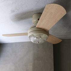 サーキュレーターとして一年中使える、エコな照明付きシーリングファンが、リニューアル!お部屋の空気を循環させるので、電気代の削減にも効果的。