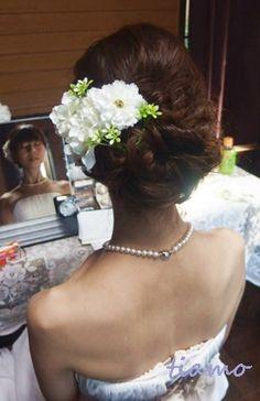 ルーズシニヨンで教会挙式の大人可愛い花嫁さま♡ | 大人可愛いブライダルヘアメイク『tiamo』の結婚カタログ