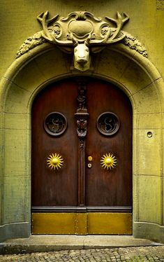 Modern Entryway, Door Entryway, Entrance Doors, Doorway, Cool Doors, Unique Doors, Door Knockers, Door Knobs, The Doors Of Perception