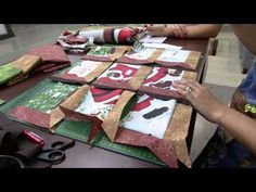 Mulher.com 12/09/2014 - Painel Natalino Patchwork Janela por Camila Martins… Attic Window Quilts, Place Mats Quilted, Applique Quilts, Quilt Tutorials, Free Pattern, Projects To Try, Patches, Gift Wrapping, Camila