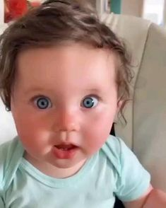Cute Baby Boy Images, Cute Funny Baby Videos, Funny Baby Memes, Cute Funny Babies, Funny Videos For Kids, Cute Baby Pictures, Funny Kids, Cute Little Baby Girl, Little Babies