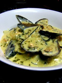 Stuffed Feeling!: Creamy Garlic Mussels