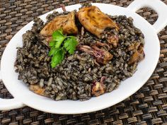 arroz negro -- squid / octopus / cuttlefish in its own ink No Salt Recipes, Rice Recipes, Salad Recipes, Cooking Recipes, Healthy Recipes, Happy Foods, Kitchen Dishes, Seafood Dishes, Mediterranean Recipes