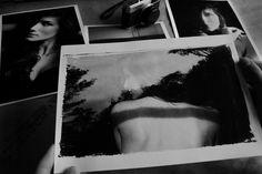 A reflexão do experimento   Contrastes elevados, exposições múltiplas.  *Prévia impressa de retratos imagéticos multi-conceituais (o papel como suporte da arte fotográfica)  com Antoniela, rafaelretratista@gmail.com