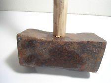 Ancien marteau en fer forgé outil art populaire