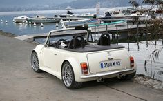 Lazareth Mini Cabriolet - One of the most stunning Mini customisations that I have ever seen. Not only is it great looking but it has a Range Rover under the hood. Mini Cabrio, Mini Clubman, Mini Cooper Classic, Mini Cooper S, Classic Mini, Classic Cars, Convertible, Mini Morris, 4x4
