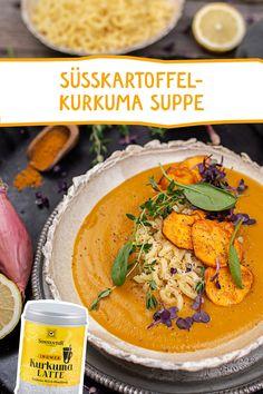 Schnelle Küche, die richtig was her macht! Süsskartoffel trifft Kurkuma-Latte. Wir lieben die wärmende Kombination! #vegetarisch #suppe #vorspeise #kurkuma #kurkumalatte #goldenemilch #süsskartoffel #suppen #rezept #sonnentor #goldenmilk #tumeric #gesundessen Kimberly Snyder, Kitchen Stuff, Seafood Recipes, Curry, Soup, Lunch, Drink, Cooking, Ethnic Recipes