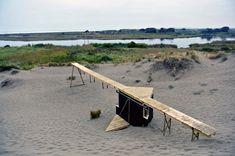 Construido en 2012 en Ritoque, ChileEste proyecto se encuentra en Ritoque, Chile, dentro de la Corporación Amereida Ciudad Abierta, un sitio que la Escuela de Arquitectura y Diseño de... http://www.plataformaarquitectura.cl/cl/779714/walk-the-line-the-scarcity-and-creativity-studio
