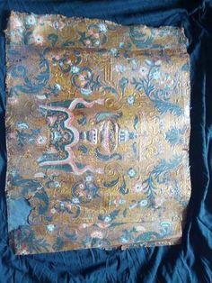 Wer kauft antike Goldledertapeten?
