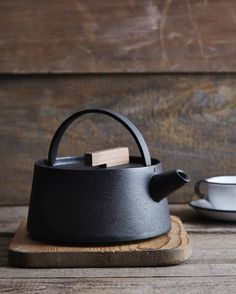 Japanese cast-iron Tetu kettle from Nalata | Remodelista