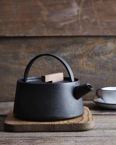 Japanese cast-iron Tetu kettle from Nalata | Remodelista