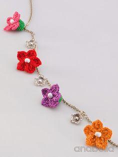 Tiny crochet flowers necklace, Anabelia
