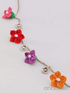 Tiny crochet flowers necklace, Anabelia Inspiración