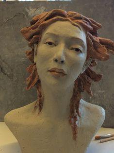 Paper Mache Sculpture, Sculptures Céramiques, Abstract Sculpture, Sculpture Art, Ceramic Figures, Clay Figures, Pottery Angels, Paper Clay Art, Ceramic Mask