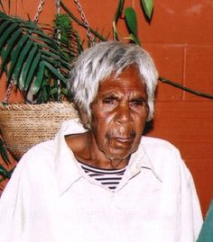 Minnie Pwerle aboriginal artist who started painting on canvas at yrs old & is one of Australia's top 50 collectible artists. I really like her work. Aboriginal Dreamtime, Aboriginal Painting, Aboriginal Artists, Dot Painting, Traditional Paintings, Traditional Art, Australian Aboriginals, Aboriginal Culture, Maori Art