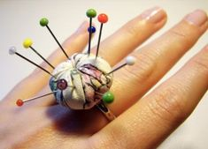 My little nook: Ring pincushion tutorial Sewing Hacks, Sewing Tutorials, Sewing Crafts, Sewing Projects, Sewing Patterns, Sewing Ideas, Diy Projects, Diy Rings, Love Sewing