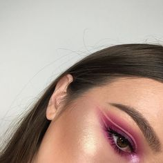 Feel like shite and I'm too lazy to do makeup today so here's another photo of this for your lavvvvely faces . Eyes @meltcosmetics Radioactive @makeupgeekcosmetics Vanilla Bean, Cupcake and Whimsical @katvondbeauty Trooper liner @toofaced Better Than Sex Mascara . Brows @anastasiabeverlyhills Dipbrow in Dark Brown . Lashes @velourlashesofficial See Through . Skin @anastasiabeverlyhills Contour Kit in Light to Medium @anastasiabeverlyhills Starlight Illuminator @beccacosmetics Opal (pressed)