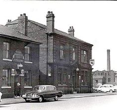 The Cobden Arms and The Black Horse Pendlebury. Chimney of Sackville & Swallow on the right. Salford City, Local History, Old Pictures, Places To Visit, Street View, Horses, Childhood, Swallow, Arms