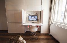 "Biela ""pracovná"" stena Eames, Flat Screen, Chair, Furniture, Design, Home Decor, Blood Plasma, Decoration Home, Room Decor"