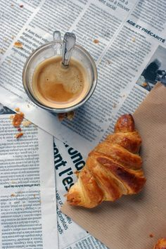 Croissant with a hot cup of Coffee or Tea. Match made in heaven! For freshest Croissants, you know where to head to? Breakfast Photography, Food Photography, Coffee Photography, Morning Photography, But First Cofee, Cafe Rico, Café Chocolate, Breakfast Desayunos, Breakfast Croissant