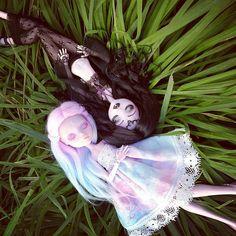 Photoshoot with my two sleeping girls Custom Monster High Dolls, Monster Dolls, Monster High Repaint, Custom Dolls, Pretty Dolls, Beautiful Dolls, Ooak Dolls, Barbie Dolls, Bubbline