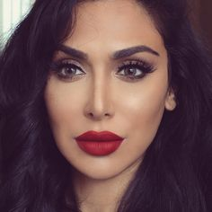 """Huda Kattan op Instagram: """"Sooooo obsessed with the new @LouboutinBeaute lipstick! Thank you Monsieur Louboutin for choosing me to be one of the first in the world to share this ❤️❤️ @louboutinworld wearing Scarlett lashes @shophudabeauty #LouboutinCharme #BeauteLouboutin"""""""